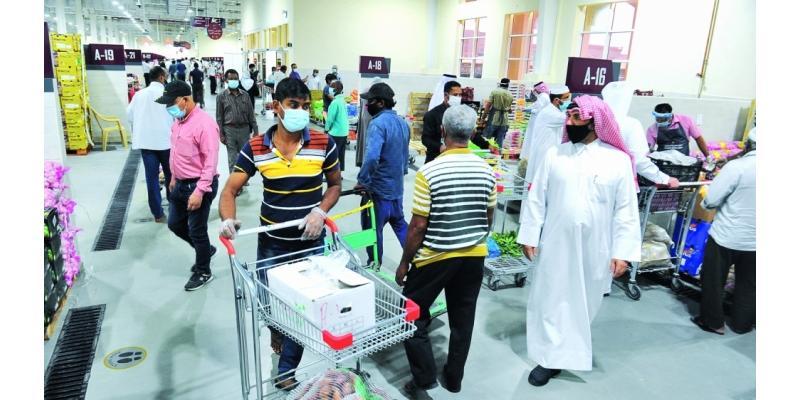 سوق السيلية يلبي احتياجات المناطق الخارجية.. مستهلكون: تفاوت في الأسعار وعدم التزام بالتسعيرة